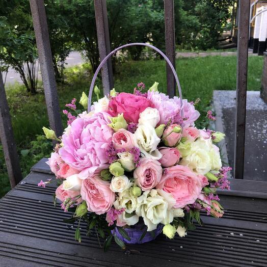 Корзина с цветами  Эмилия