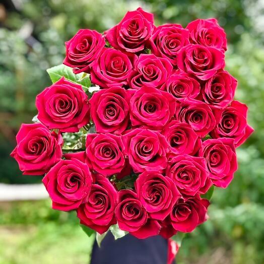 25 премиальных  роз