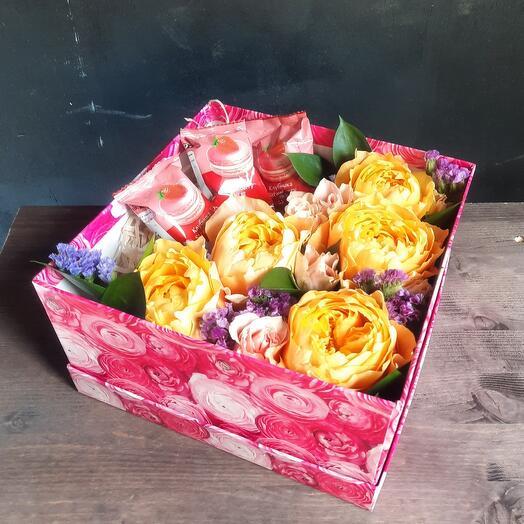 Цветы в коробке (пионовидные розы)