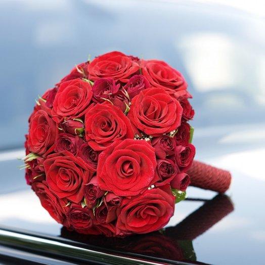 Букет невесты и роз Гран При и кустовых роз: букеты цветов на заказ Flowwow