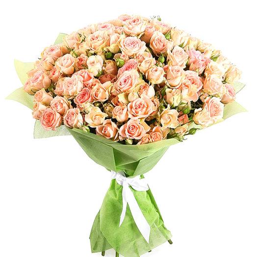 Нежно розовые кустовые розы: букеты цветов на заказ Flowwow