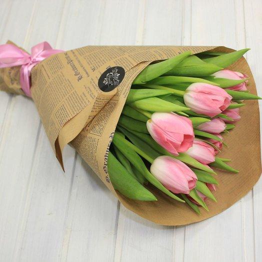 Сверток с тюльпанами: букеты цветов на заказ Flowwow