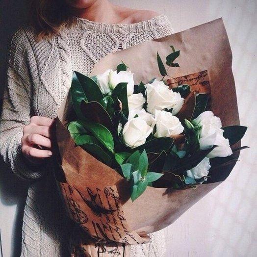 Букет из 9 роз и зелени: букеты цветов на заказ Flowwow