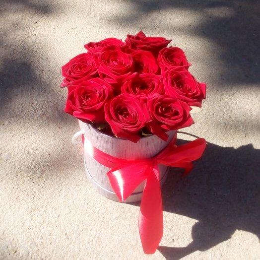 11 роз в шляпной коробке: букеты цветов на заказ Flowwow