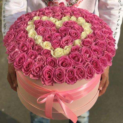 Коробка XXL из 101 розовой и белой розы. Сердце из роз. N226