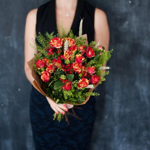 Букет из кустовых роз с зеленью: букеты цветов на заказ Flowwow