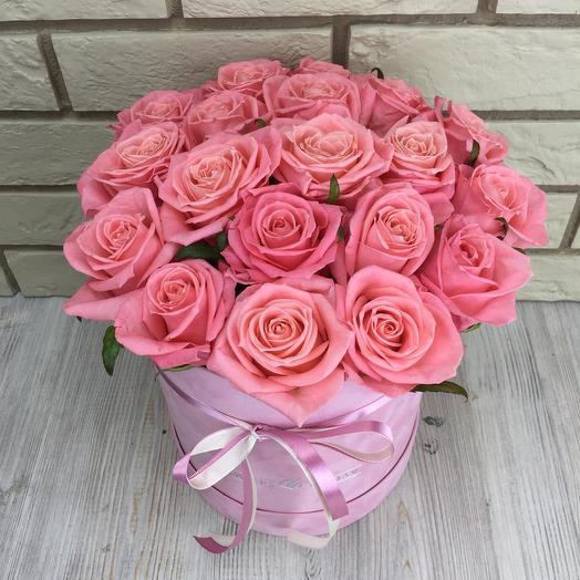 Бархатная коробка с розовыми розами: букеты цветов на заказ Flowwow