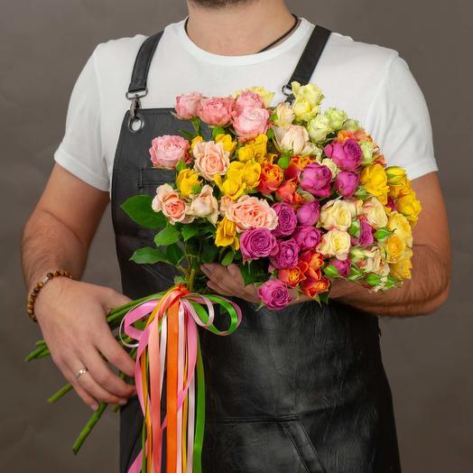Букет из 13 разноцветных кустовых роз 50 см: букеты цветов на заказ Flowwow