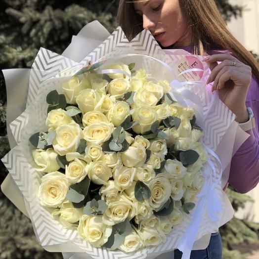 59 роз с эвкалиптом: букеты цветов на заказ Flowwow