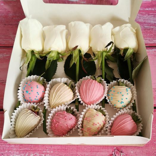 Клубника в шоколаде с розами S: букеты цветов на заказ Flowwow