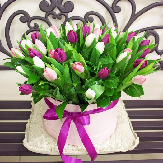 """Коробочка с тюльпанами """"Моник"""": букеты цветов на заказ Flowwow"""