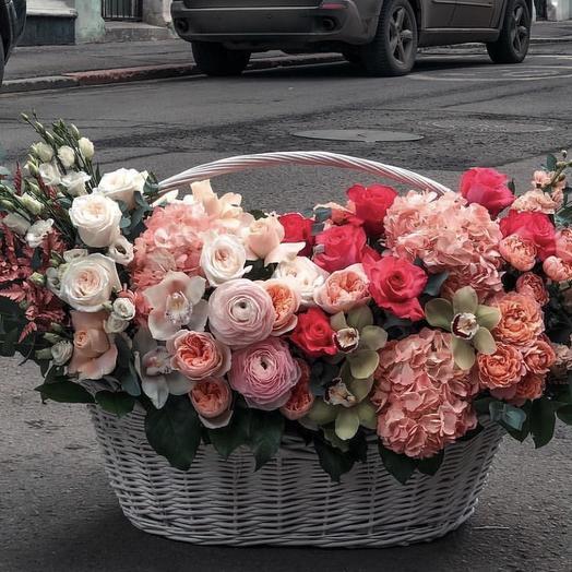 """Боьшая корзина с живыми цветами """"Роскошная жизнь"""""""