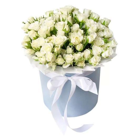 Коробка белых кустовых роз: букеты цветов на заказ Flowwow