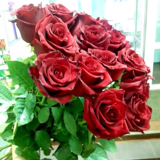 Розы красные на ленте