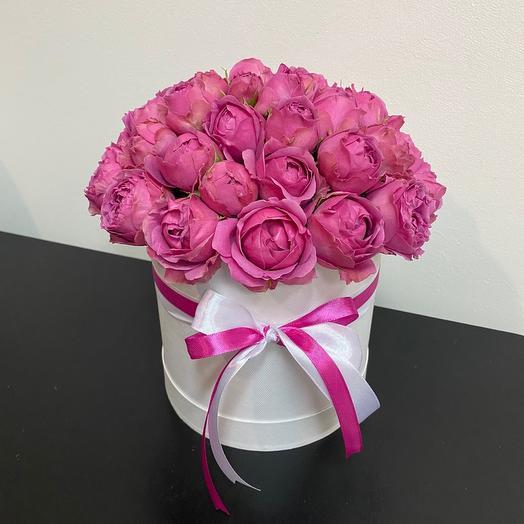 Пионовидные розы Мисти Баблз в шляпной коробке