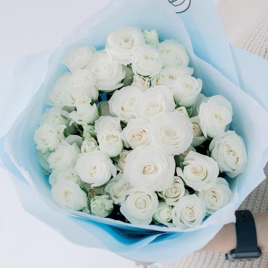 Букет из 11 белых кустовых роз 40 см (Эквадор)