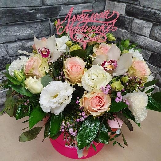 Нежные цветы в коробке для любимой мамочки