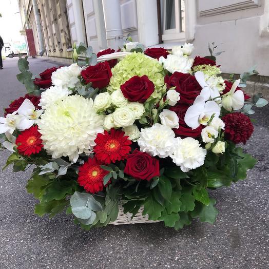 Корзина с цветами Торжественная