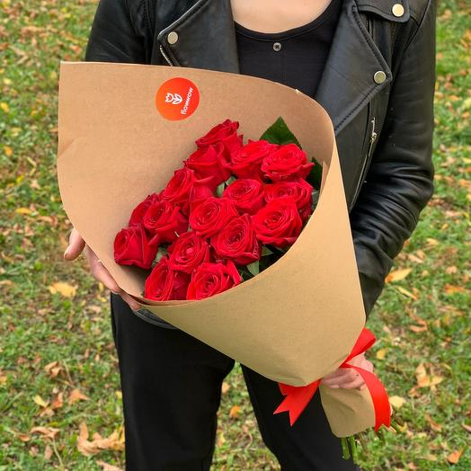 15 бархатных роз в крафте