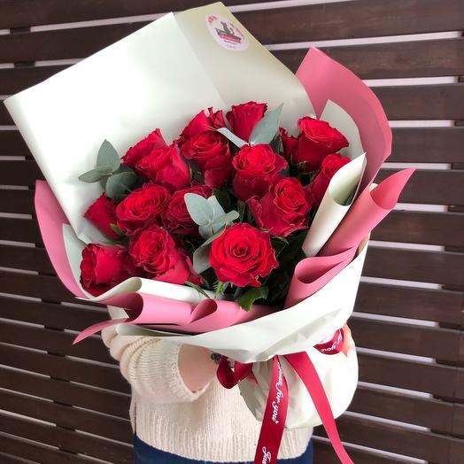 15  роз с эвколиптом