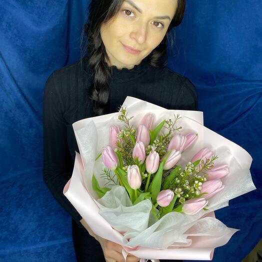 Нежный букет из розовых тюльпанов