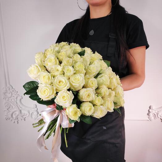 Букет из 51 Белой розы(коробка конфет в подарок, условие в описании)