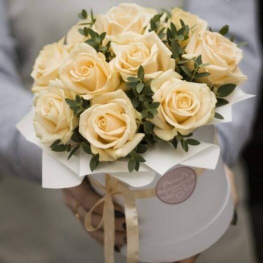 Цветы в коробке Крем