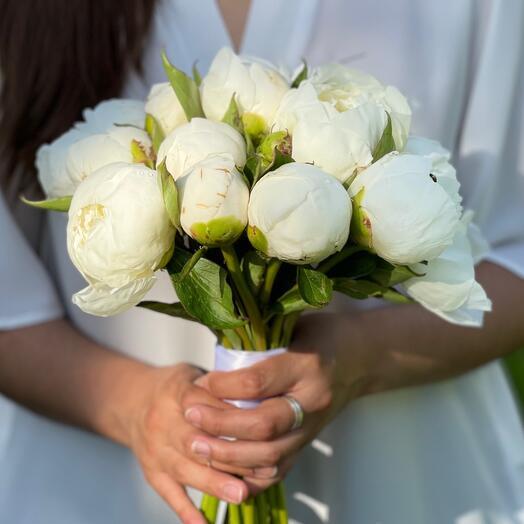 Свадебный букет «Моно пионов»