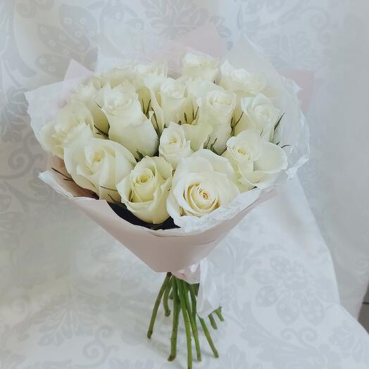 Букет из 15 роз белых