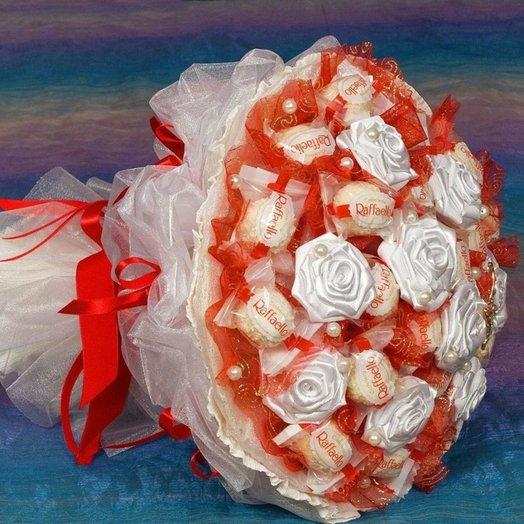 Букет из рафаэлло: букеты цветов на заказ Flowwow