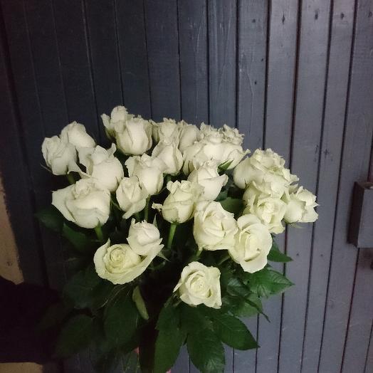 Букет из 31 белой голландской розы 60 см: букеты цветов на заказ Flowwow