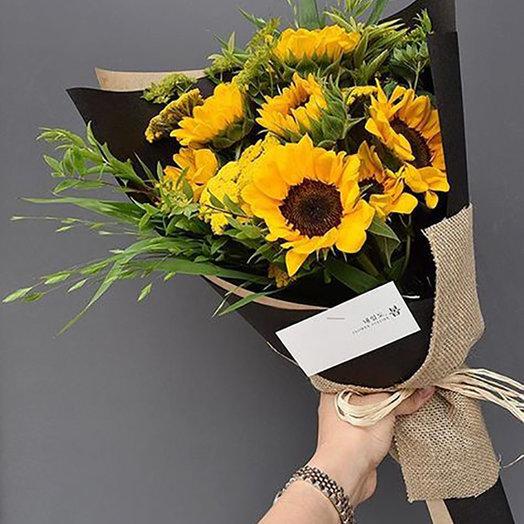 Яркие подсолнухи: букеты цветов на заказ Flowwow