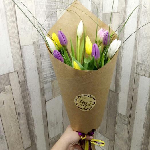 11 тюльпанов микс в крафт бумаге