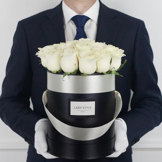 Эквадорские розы в шляпной коробке M: букеты цветов на заказ Flowwow