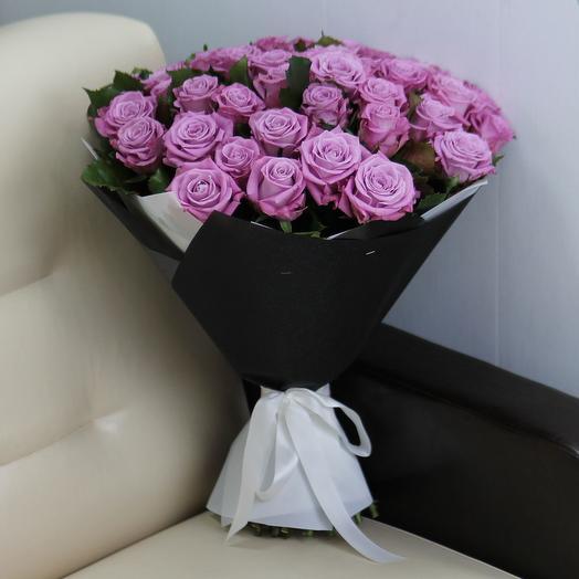 51 фиолетовая роза Маритим 60 см в упаковке: букеты цветов на заказ Flowwow