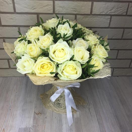 41 белая роза с зеленю: букеты цветов на заказ Flowwow