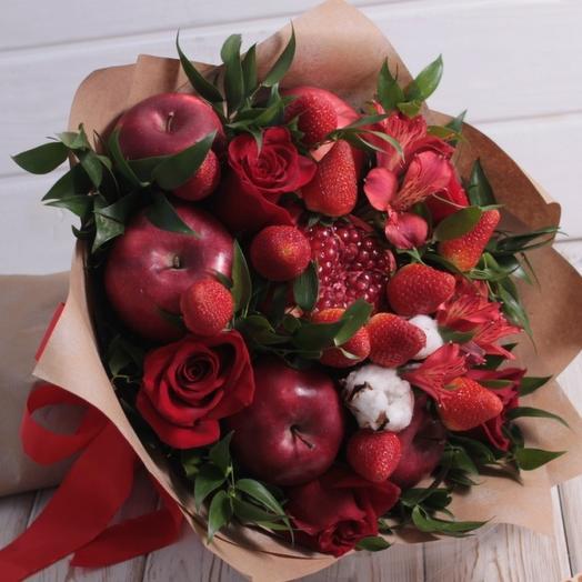 Алая роскошь: букеты цветов на заказ Flowwow