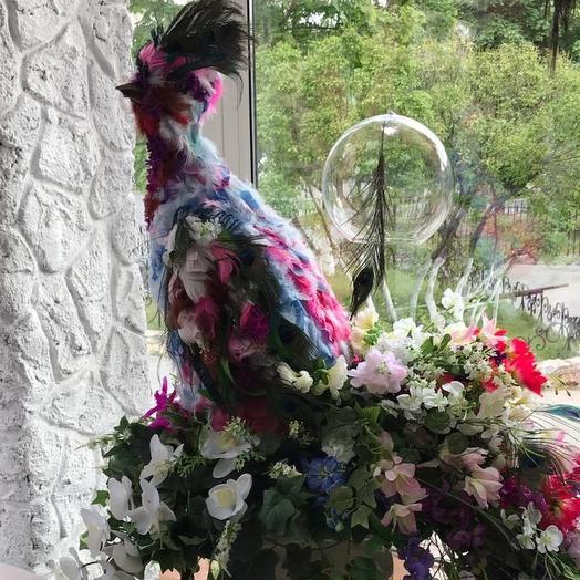 Экстравагантный павлин для декора,оформления: букеты цветов на заказ Flowwow