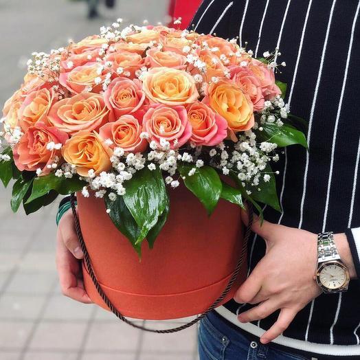 Шляпная коробка из 51 розы «Мисс Пигги»