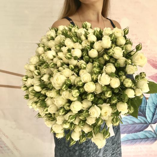 Букет из белой кустовой розы: букеты цветов на заказ Flowwow