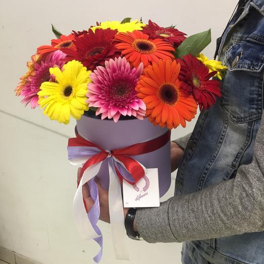 Коробочка из миксовых гербер: букеты цветов на заказ Flowwow