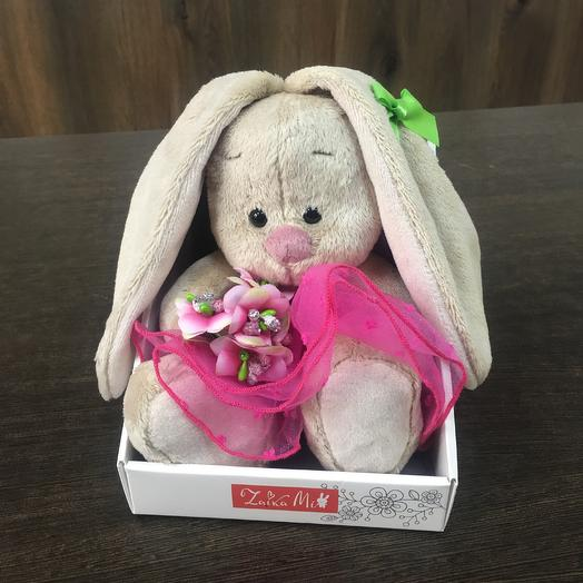 Мягкая игрушка «Зайка Ми» с букетом: букеты цветов на заказ Flowwow