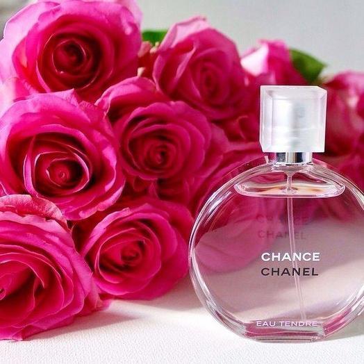 Набор 25 ярко розовых роз и CHANEL CHANCE EAU TENDRE 50 мл