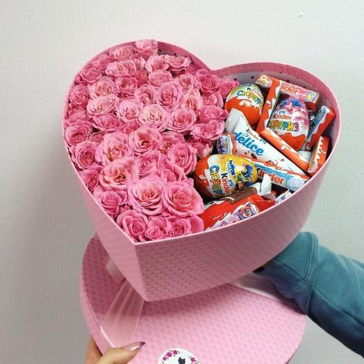 Розовое сердце со сладостями киндер