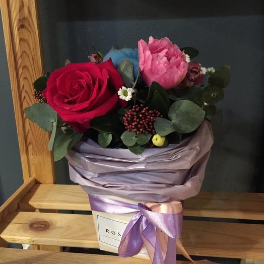 Букет в коробочке: букеты цветов на заказ Flowwow