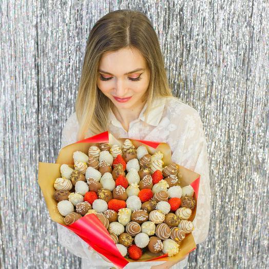 """Букет из клубники в шоколаде """"Queen"""": букеты цветов на заказ Flowwow"""