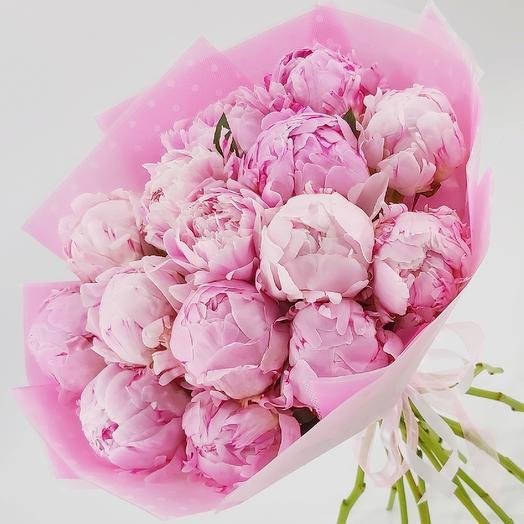 15 розовых пионов с оформлением: букеты цветов на заказ Flowwow