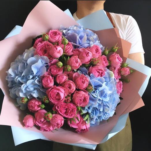 Гортензия с розами