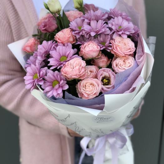 Букет из кустовой розы, хризантемы и эустомы Лаура