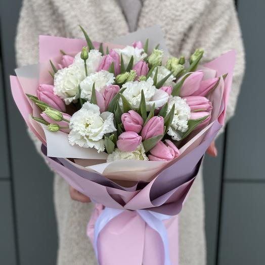 Букет Вернисаж из тюльпанов и эустомы